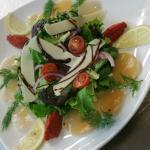 mesclun de salade carpaccio de st jacques et parmesan