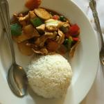 chicken with veggies and white rice