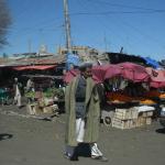 Många gatustånd där man kunde handla mycket frukt och grönt.