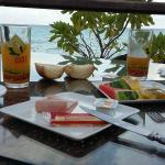 petit déjeuner face au lagon