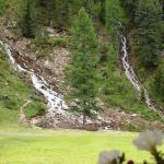 Foto scattata dall'interno della baita alle cascate durante un temporale