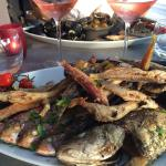 Assiette de la mer ! Juste une tuerie... Rougets girelles loup moules et petites pommes de terr