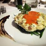 Hamburger di ricciola marinata, gazpacho e germogli di porro•