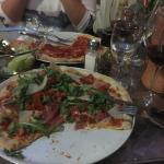 Tolle Pizzas Pasta und Salate