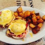 Eggs benedict with bobo potatoes