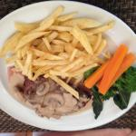 Fillet of steak with mushroom sauce and REAL chips
