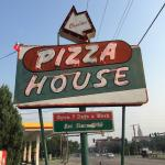 Charlie's Pizza House