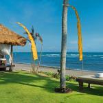 Taman Ahimsa - beachfront bale