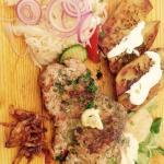 Dřevorubecký steak a gouda s panchettou a kuskusem.