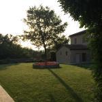 tramonta il sole sull'agriturismo