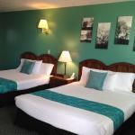 Room 11 - 2 Queen Beds