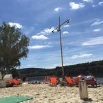 Tolle Strandbar mit traumhaftem Ausblick und chilligem Sound