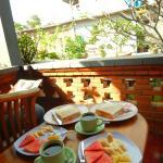 Déjeuner servi sur terrasse privée