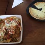 Starters - vegetable chilli nachos and garlic bread, both rather nasty.