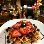 Waffle y frutas
