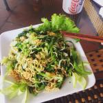 Étonnée en bien. Les meilleures nouilles que j'ai pu manger au Vietnam. Et bon marché qui plus