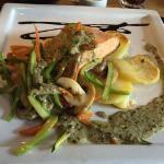 El salmón con verduras es un manjar. Se los recomiendo! 👌