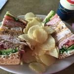 Club sandwich with chips