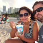 com ele na praia,,,,o sorvete,,,,rsrsrs