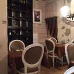 Le cadre, le plat et le vin exceptionnel