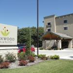 Parkwood Inn & Suites