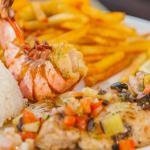 panaché de la mer, gambas grillées, trilogie de poissons à la plancha, frites, riz et salade