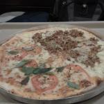 Pizza meia atum com catupiry meia marguerita