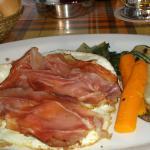 Patate con uova speck e verdure
