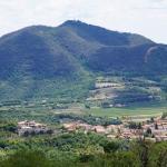 Blick auf den Hügel hinter Chez Vivi