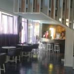 Hall d'entrée, espace wifi et bar