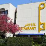 facade de l'hotel les 3 clés