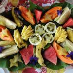 le plateau de fruit au petit dejeuner