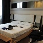 cama doble y dos cuchetas al costado
