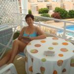 На террасе в видом на бассейн