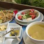 Наш вкусный обед+ нам сделали комплимент от ресторана домашний хлеб с соусами и арбуз с дыней).