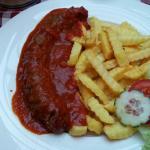 Currywurst mit hausgemachter Sosse aus frischen Zutaten! Empfehlung meinerseits!