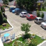 Entrance-parking