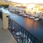Vue sur la canal depuis le balcon d'une chambre.