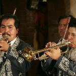 Los viernes por la noche disfruta de mariachi
