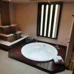 Room 1108 Bath