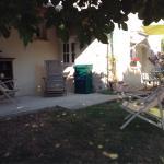 Terrasse de la Petite Maison à l'ombre du figuier