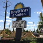 Photo of Days Inn & Suites Houston Hobby Airport
