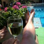 Vin ved poolen på Hotel Telchinia 5 € for 1/2 l.