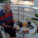 Morgenmad var ikke incl. og restauranten åbner først for morgenmad kl. 9.00. meget bedre selv at