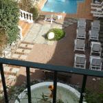 Vista de la piscina desde la ultima terraza