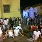 Plaza de la Trinidad a noite. Sempre cheia