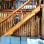 Escada um pouco perigosa para criança