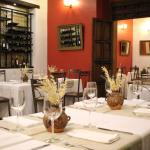 Restaurante Tierra y Cielo con nueva mantelería de mujeres artesanas de Aldama, Chiapas.