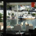 Super beliggenhet helt i vannkanten i Risør historiske sentrum og Risør havn. Vel verd et besøk