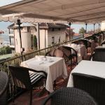 Restaurant und Frühstücksterrasse sowie Blick auf den See!